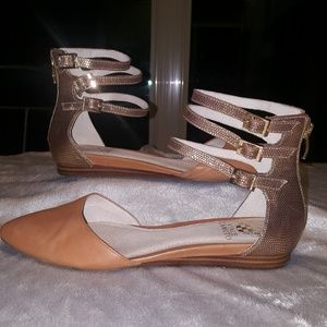 Vince Camuto tan  leather flat shoes size 8M